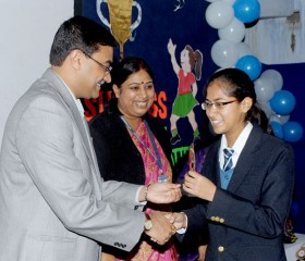 GM.STD-X-TOPPER-BEING-AWARDED