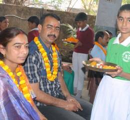 GM.STUDENTS-FOLLOWING-PATH-SHOWN-BY-THE-TEACHERS-ON-MATRI-PITRI-PUJJAN-DIWAS